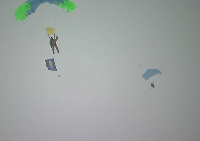 Russian and Belarusian paratroopers parachuted on a drifting floe near the North Pole
