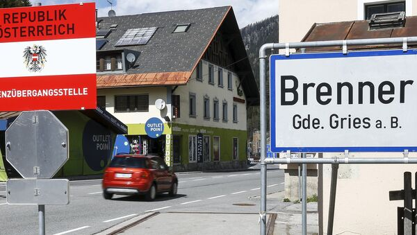 A sign reading Republic of Austria - border control is seen at Brenner on the Italian-Austrian border, Italy, April 12, 2016. Picture taken April 12, 2016. - Sputnik International