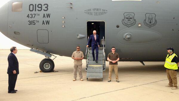 Vice President Joe Biden steps off a C-17 military transport plane upon his arrival in Baghdad, Iraq, Thursday, April 28, 2016. - Sputnik International