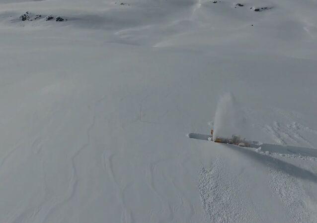 NPRA - Snow clearing Trollstigen 25 April 2016
