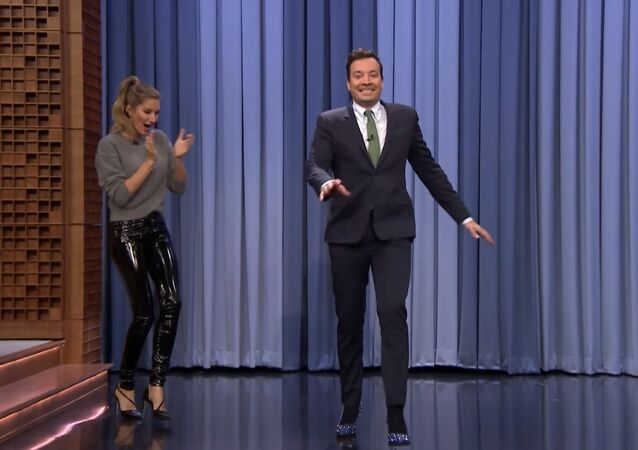Gisele Bündchen Passes the Runway Model Torch to Jimmy in a Walk-Off