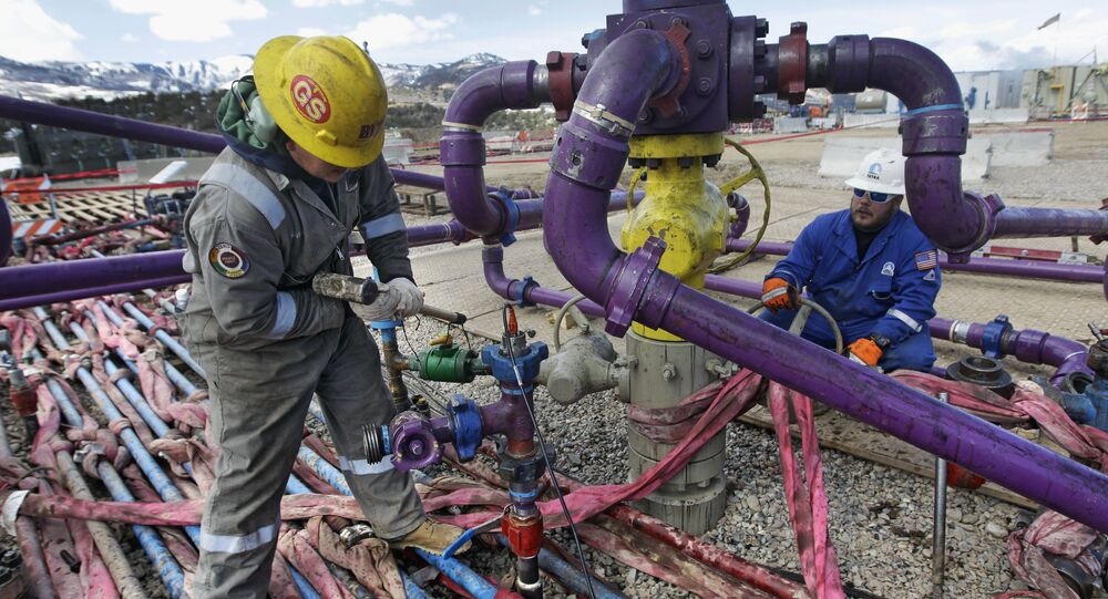 Workers tend to a well head during a hydraulic fracturing operation outside Rifle, in western Colorado (File)