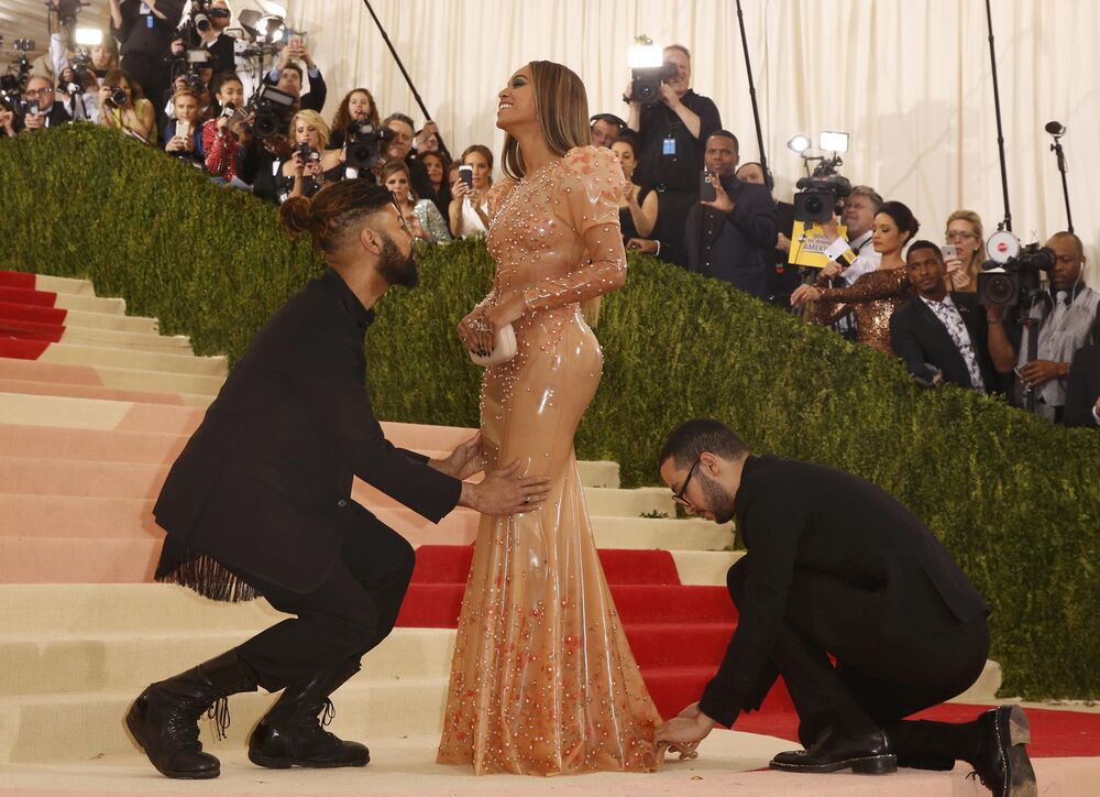 Singer-Songwriter Beyonce Knowles arrives at the Metropolitan Museum of Art Costume Institute Gala (Met Gala) to celebrate the opening of Manus x Machina: Fashion in an Age of Technology in the Manhattan borough of New York, May 2, 2016