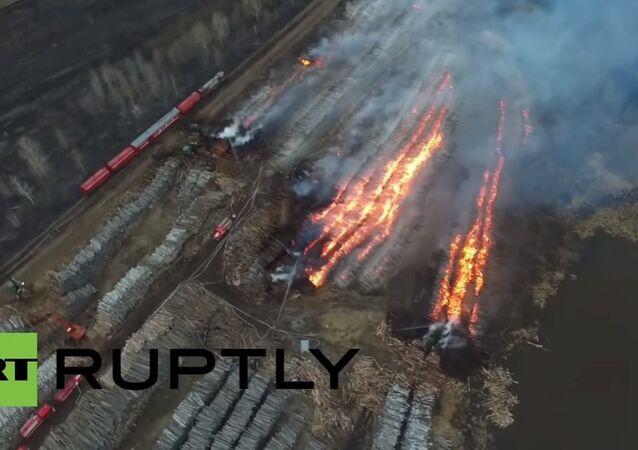 Drone-cam captures EMERCOM battling logging blaze in Tomsk Region