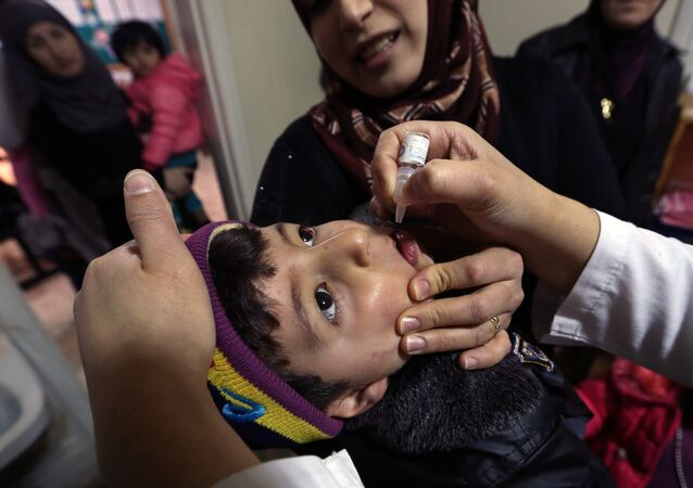 Syrian refugee Mohammed Sammor, 3, receives vaccination against polio (File)