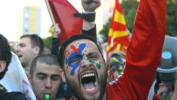 A demonstrator is seen with his face painted in support of a colorful revolution during a protest against the government, in front of the EU office in Skopje, Macedonia April 21, 2016. - Sputnik International