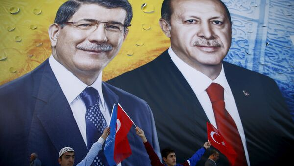A banner showing Turkish President Tayyip Erdogan and Prime Minister Ahmet Davutoglu (L) together during an election rally in the central Anatolian city of Konya, Turkey, October 30, 2015. - Sputnik International