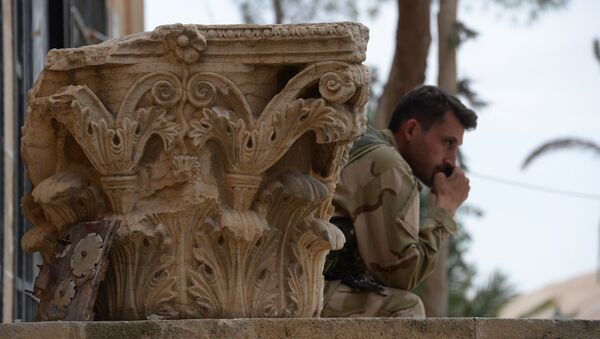 Damaged exhibits in the courtyard of the Palmyra Museum. - Sputnik International