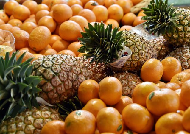 Clementines, oranges and pineapples