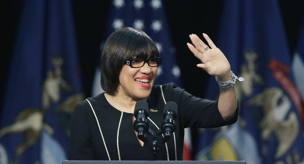 Flint Mayor Sued for Stealing Funds Meant for Water Crisis Relief
