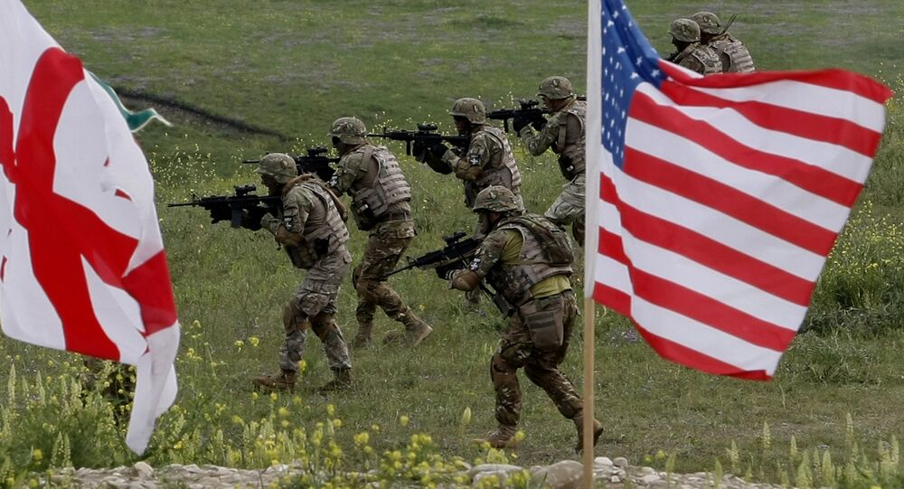 US and Georgian servicemen, with Georgian and US flags in front, take part in the joint US-Georgia military exercise (File)