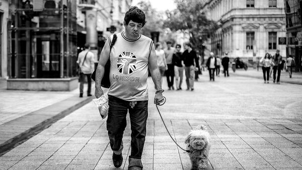 A man walking in the streets of London, UK. - Sputnik International
