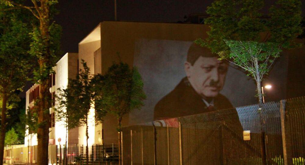Kunst-Protest an Türkischer Botschaft in Berlin