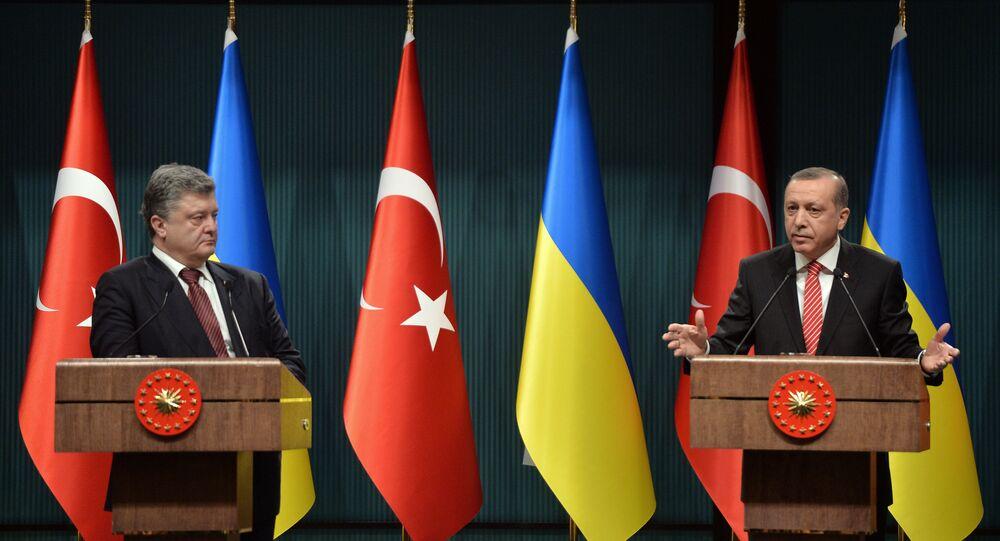 Turkey's President Recep Tayyip Erdogan, right, and Ukraine's President Petro Poroshenko (File)