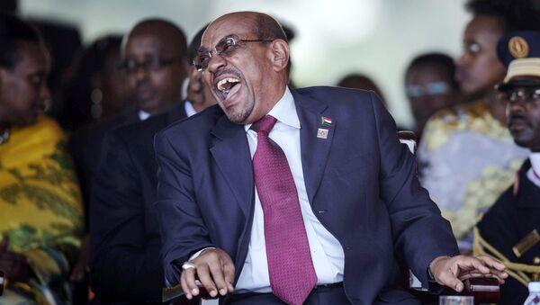 Sudan's President Omar Hassan al-Bashir laughs during the swearing-in ceremony of Uganda's president, Yoweri Kaguta Museveni at the Kololo independence grounds in Kampala, Uganda, May 12, 2016. - Sputnik International