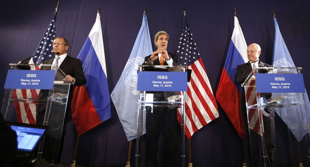 (L to R) Russian Foreign Minister Sergei Lavrov, US Secretary of State John Kerry and UN Special envoy for Syria Staffan de Mistura address a joint press conference in Vienna, Austria, on May 17, 2016