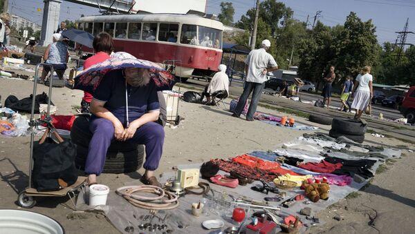 People sell objects at a city flea market in Ukraine's capital Kiev, on Friday, Aug. 28, 2015 - Sputnik International