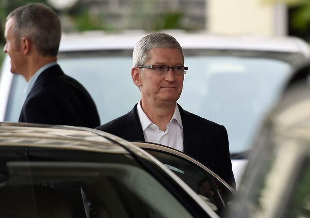Apple chief executive Tim Cook (C) leaves the Taj Mahal Palace hotel in Mumbai on 18 May 2016
