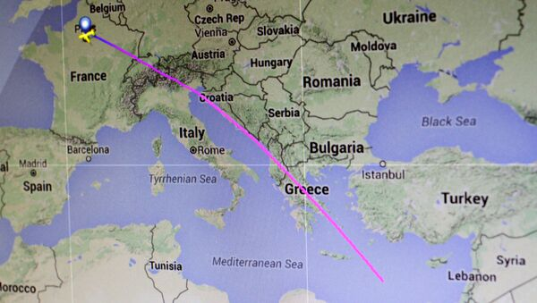The flight path of EgyptAir flight MS804 from Paris to Cairo is seen on a flight tracking screen May 19, 2016 - Sputnik International