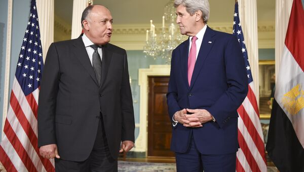Secretary of State John Kerry, right, meets with Egyptian Foreign Minister Sameh Shoukry. - Sputnik International