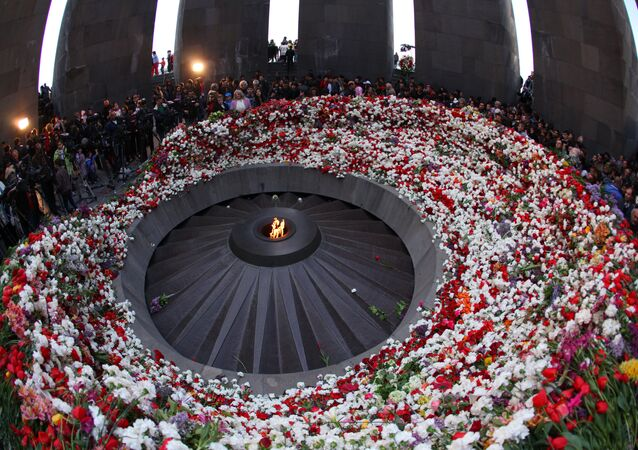 Residents of Yerevan and Armenian regions lay flowers to the Eternal Flame at the Tsitsernakaberd Armenian Genocide memorial in Yerevan. (File)