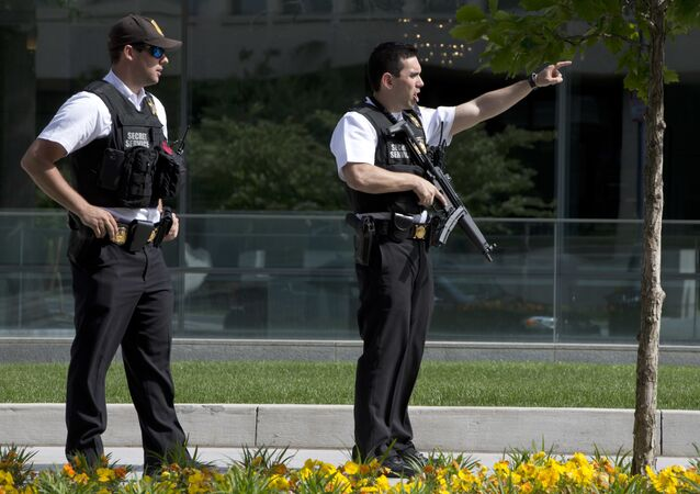 Secret Service Police Officers tell pedestrians to get back on State Place Northwest near the White House in Washington, Friday, May 20, 2016, after the White House was placed on a security alert after a shooting on a street outside.