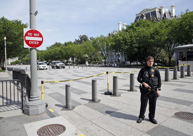 A U.S. Secret Service officer blocks Pennsylvania Avenue at 17th Street near the White House in Washington, Friday, May 20, 2016, after the White House was placed on a security alert after a shooting on a street outside.