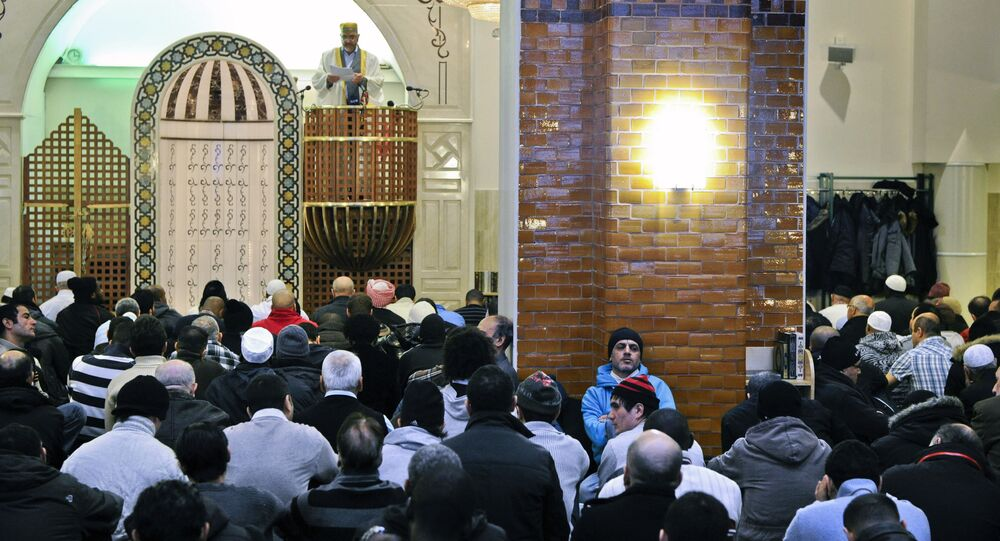 Imam Ben Mahmoud Rahman (back-C) speaks during Friday prayers at Stockholm's largest mosque (file)