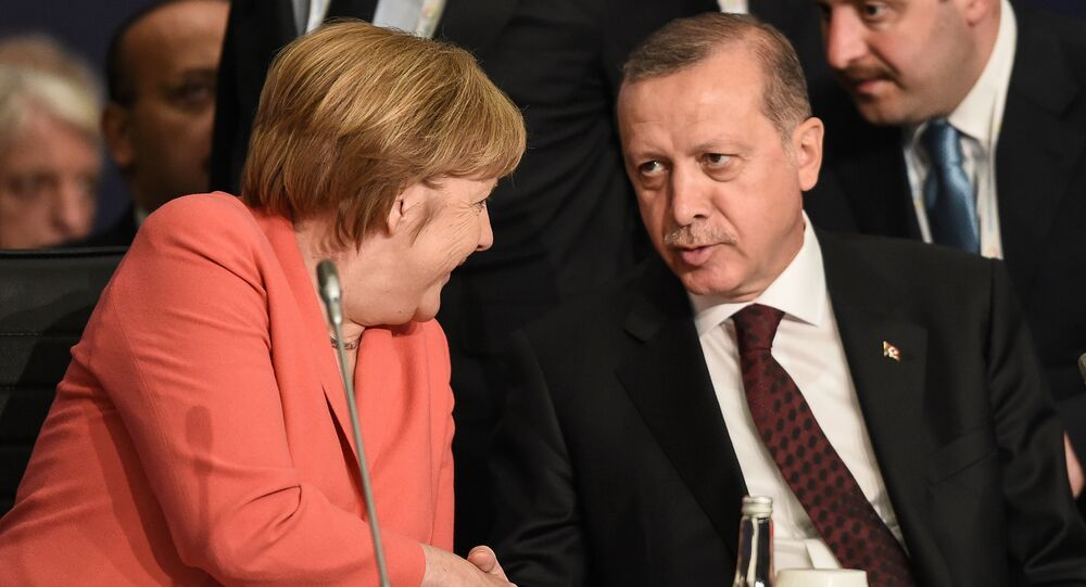 German Chancellor Angela Merkel (L) chats with Turkish President Tayyip Erdogan during the World Humanitarian Summit in Istanbul, Turkey, May 23, 2016.