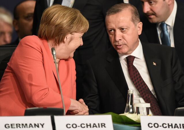German Chancellor Angela Merkel (L) chats with Turkish President Tayyip Erdogan during the World Humanitarian Summit in Istanbul, Turkey, May 23, 2016.