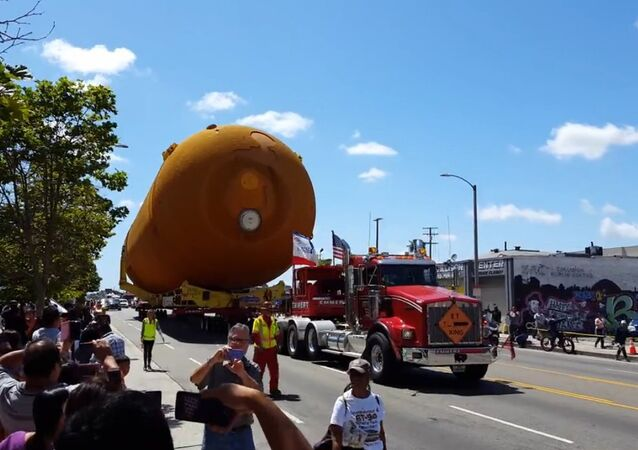 Massive Shuttle Fuel Tank Glides Up LA Streets