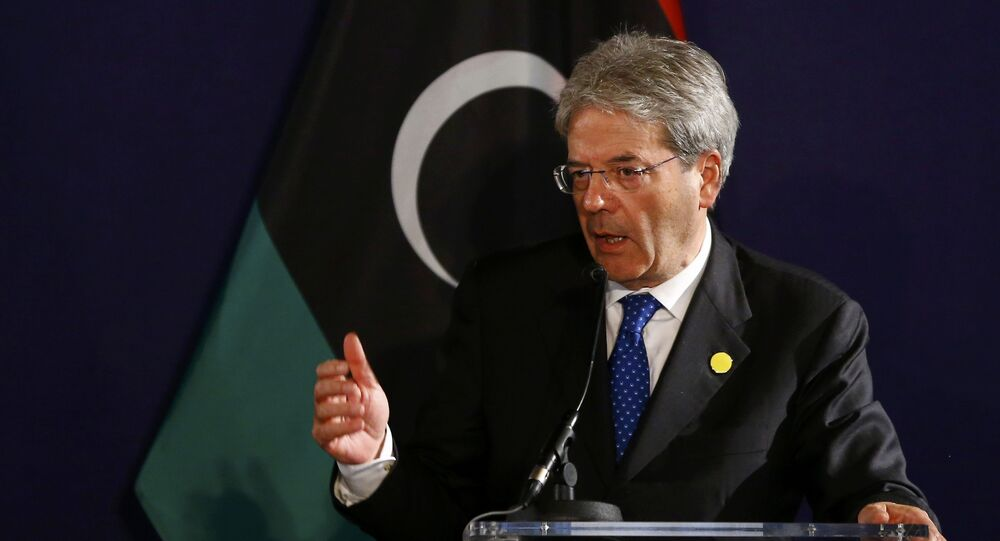 Italian Foreign Minister Paolo Gentiloni addresses a press conference on May 16, 2016 in Vienna, Austria
