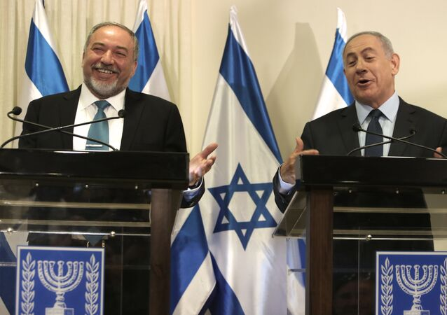 Israeli Prime Minister Benjamin Netanyahu (R) and Avigdor Lieberman (L), the head of hardline nationalist party Yisrael Beitenu, are seen during a ceremony in which they signed a coalition agreement on May 25, 2016 at the Knesset, the Israeli parliament in Jerusalem