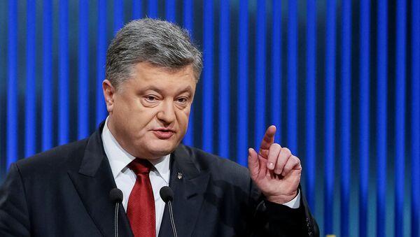 Ukrainian President Petro Poroshenko gestures during a news conference in Kiev, Ukraine, January 14, 2016 - Sputnik International