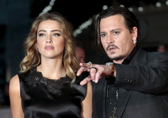 Cast member Johnny Depp and his actress wife Amber Heard arrive for the premiere of the British film Black Mass in London, Britain October 11, 2015.