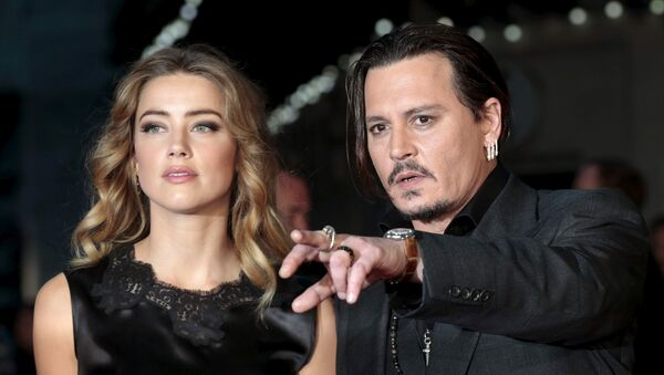 Cast member Johnny Depp and his actress wife Amber Heard arrive for the premiere of the British film Black Mass in London, Britain October 11, 2015.  - Sputnik International