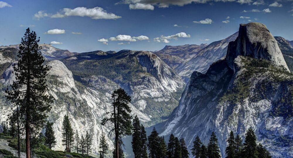 Vew of the Half Dome monolith from Glacier Point at the Yosemite National Park in California