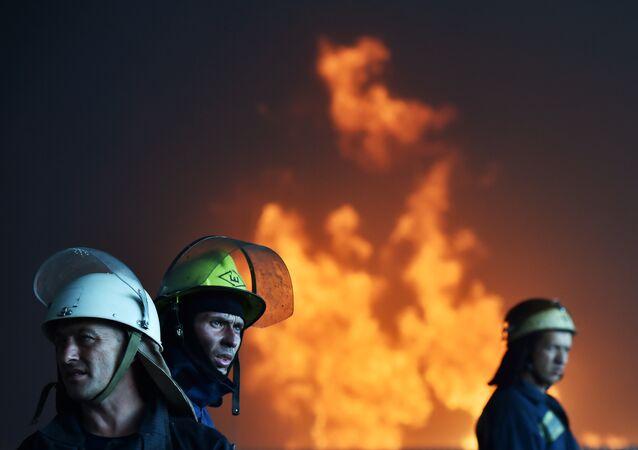 Ukrainian firefighters (file)