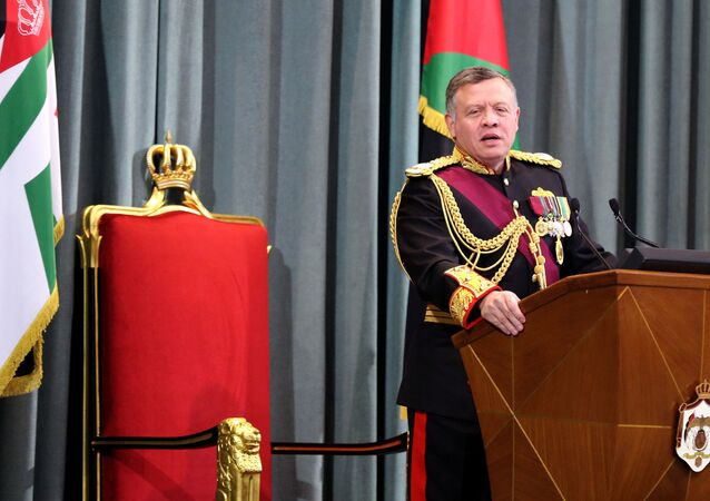 Jordanian King Abdullah II delivers a speech at the parliament (file)