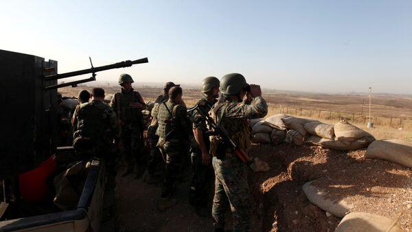 Kurdish Peshmerga forces keep watch in a village east of Mosul, Iraq, May 29, 2016. - Sputnik International