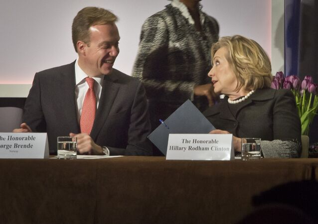 Norway's Minister of Foreign Affairs Borge Brende, left, and former US Secretary of State Hillary Rodham Clinton, confer during the Cookstoves Future summit, Friday Nov. 21, 2014 in New York.