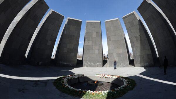 The eternal flame at the Tsitsernakaberd Armenian genocide memorial complex - Sputnik International