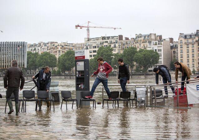 Paris hit by flash floods
