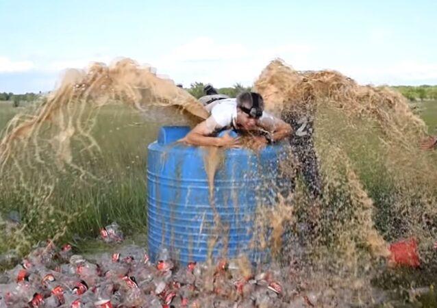 1000 liters of Coca-Cola + Mentos