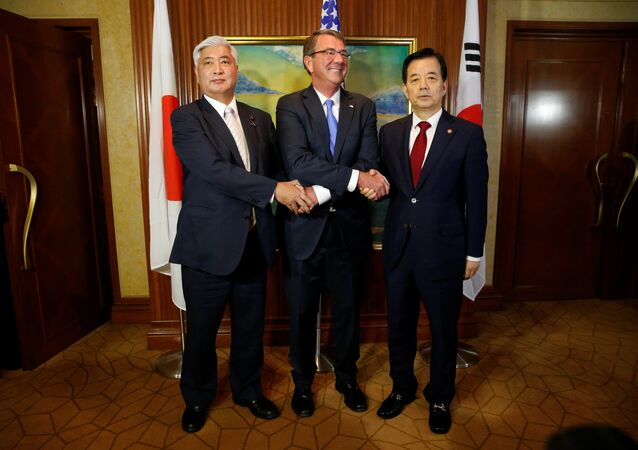 U.S. Secretary of Defence Ash Carter meets with South Korea's Minister of Defence Han Minkoo (R) and Japan's Minister of Defence Gen Nakatani for a trilateral at the IISS Shangri-La Dialogue in Singapore June 4, 2016
