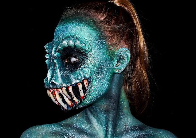 Beauty & the Beast: This Girl Will Blow Your Mind With Her Chilling Make-Up