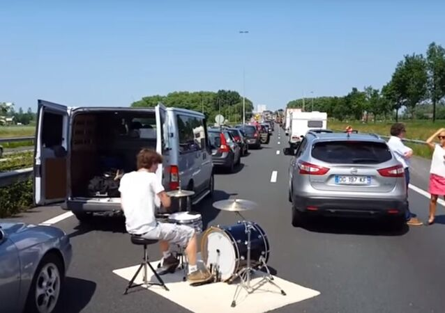 The Best Way to Enjoy Time Stuck in a Traffic Jam