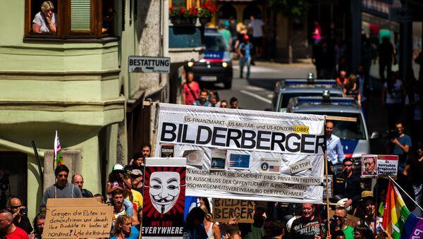 Protesters take part in a demonstration against the Bilderberg conference in Telfs, Austria, on June 13, 2015. - Sputnik International