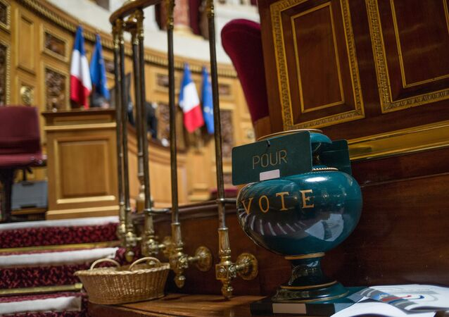 French Senate votes to ease sanctions against Russia
