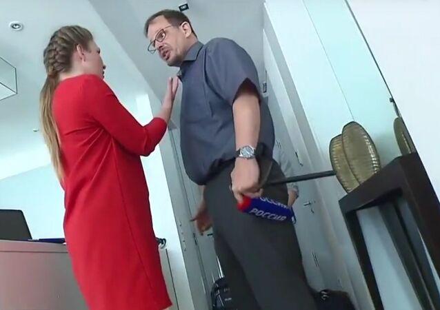 Russian political commentator Olga Skabeyeva interviewing German journalist Hajo Seppelt.